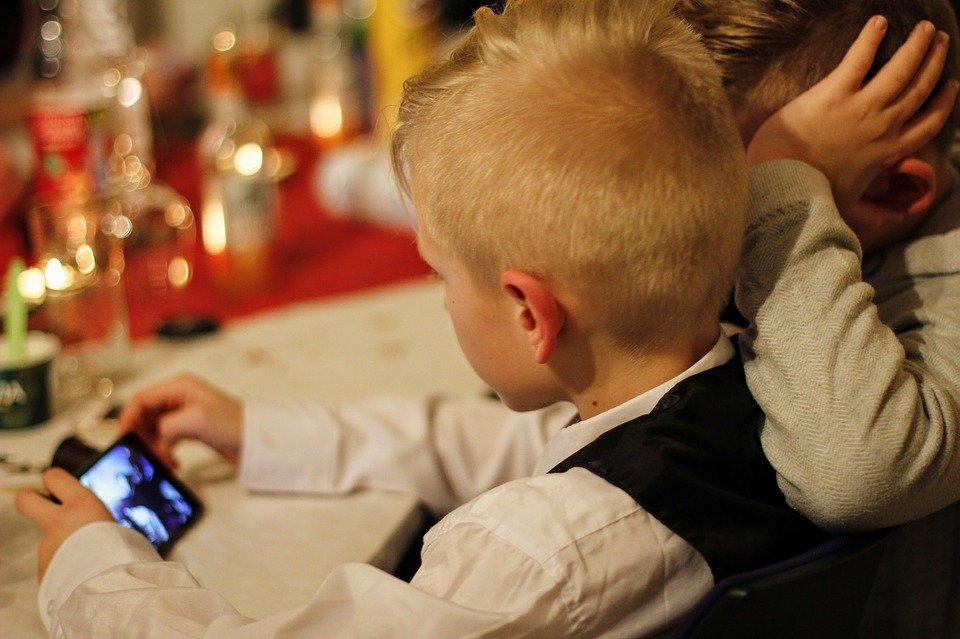A quel âge un enfant peut utiliser un Smartphone?